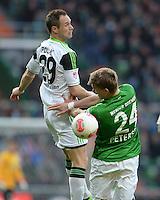 FUSSBALL   1. BUNDESLIGA   SAISON 2012/2013    30. SPIELTAG SV Werder Bremen - VfL Wolfsburg                          20.04.2013 Jan Polak (li, VfL Wolfsburg) gegen Nils Petersen (re, SV Werder Bremen)