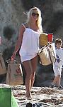 5-24-09.Pamela Anderson walking with her boyfriend Jamie Padgett in Malibu California..AbilityFilms@yahoo.com.805-427-3519.www.AbilityFilms.com
