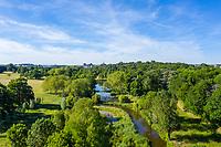 France, Maine-et-Loire (49), Brissac-Quincé, château de Brissac et le ruisseau de Montayer vue depuis le bout du parc (vue aérienne)