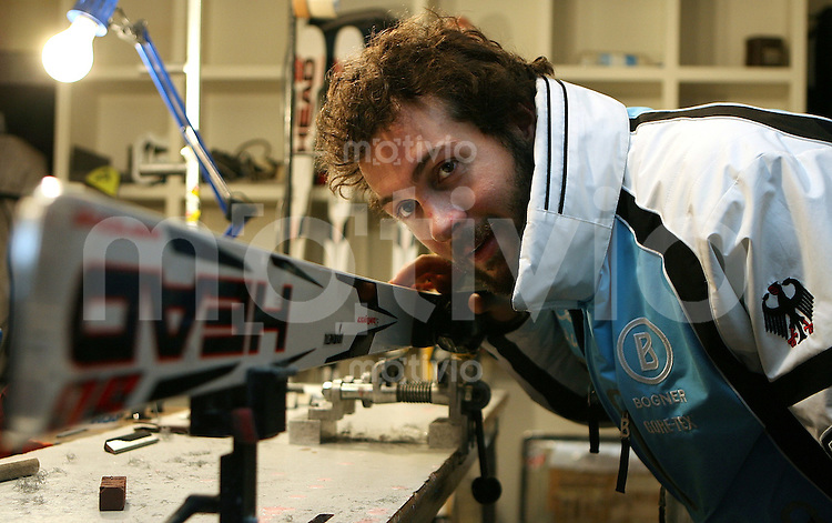 Ski Alpin; Saison 2006/2007  Abfahrt Herren Johannes Stehle (GER) schauch ueber seine Head - Ski