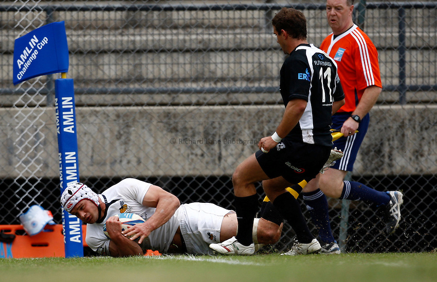 Photo: Richard Lane/Richard Lane Photography. Rugby Roma v London Wasps. Amlin Challenge Cup. 17/10/2009.   Wasps' Dan Ward-Smith dives in for a try.