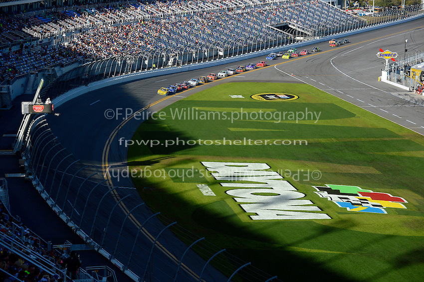 19-20 February, 2016, Daytona Beach, Florida USA<br /> Kasey Kahne leads the field as shadows fall across the tri-oval.<br /> &copy;2016, F. Peirce Williams