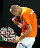 04-03-2006,Swiss,Freibourgh, Davis Cup , Swiss-Netherlands, Peter Wessels schreewt het uit als hij de derde set wint tegen  Stanislas Warinka