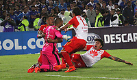 BOGOTÁ -COLOMBIA, 02-10-2018:Jugadores de Independiente Santa Fe de Colombia celebran su paso a los cuartos de final de la Copa Sudamericana 2018, al vencer a Millonarios  de Colombia durante partido de vuelta  por los octavos de final ,llave A,  de La Copa Conmebol Sudamericana 2018,jugado en el estadio Nemesio Camacho El Campín de la ciudad de Bogotá./Independiente Santa Fe  of Colombia players celebrate their qualification to the 2018 Copa Sudamericana quarterfinals, by beating Milonarios de Colombia during second return meeting game for the knockout round, key A, of the Conmebol Sudamericana Cup  2018, played at the Nemesio Camacho stadium The Campín of the city of Bogotá. Photo: VizzorImage/ Felipe Caicedo / Staff