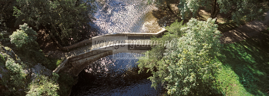 Europe/France/89/Bourgogne/Yonne/Env de Saint-Père Sous Vézelay/Pierre-Perthuis : Pont romain sur la Cure