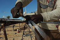 Un nacional haitiano trabaja hoy 7 de diciembre del 2008 en una costrucci&oacute;n en Santo Domingo. Un alto porcentaje de la mano factura de la construcc&iacute;on dominicana queda en manos de haitinos.<br /> Santo Domingo, Rep&uacute;blica Dominicana<br /> Foto: &copy; Cesar De La Cruz