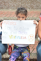MEDELLIN - COLOMBIA, 02-02-2019:  Cientos de Venezolanos y Colombianos participan hoy, 2 de febrero de 2019, en un plantón en apoyo al jefe del Parlamento y autoproclamado presidente encargado de Venezuela, Juan Guaidó. / Hundreds of Venezuelans and Colombians participate today, February 2, 2019, in a sit-in in support of the head of Parliament and self-proclaimed president in charge of Venezuela, Juan Guaidó. Photo: VizzorImage/ León Monsalve / Cont