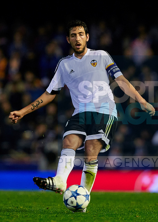 Dani Parejo of Valencia CF passes the ball - UEFA Champions League Group H - Valencia CF vs Olympique Lyonnais - Mestalla Stadium - Valencia- Spain - 09th December 2015 - Pic David Aliaga/Sportimage