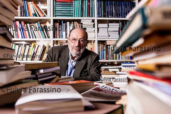 Milano,5 marzo 2015 Umberto Eco fotografato nel suo studio<br /> Umberto Eco portrait in his studio at home