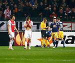 Nederland, Amsterdam, 20 februari 2014<br /> Europa League<br /> Seizoen 2013-2014<br /> Ajax-FC Salzburg<br /> Joel Veltman (2e van l.) van Ajax slaat zijn handen voor zijn gezicht nadat hij strafschop heeft veroorzaakt
