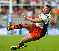 Castleford Tigers' Jamie Ellis slips while kicking a conversion<br /> <br /> Photographer Alex Dodd/CameraSport<br /> <br /> Betfred Super League Round 15 - Magic Weekend - Castleford Tigers v Leeds Rhinos - Saturday 19th May 2018 - St James' Park - Newcastle<br /> <br /> World Copyright &copy; 2018 CameraSport. All rights reserved. 43 Linden Ave. Countesthorpe. Leicester. England. LE8 5PG - Tel: +44 (0) 116 277 4147 - admin@camerasport.com - www.camerasport.com