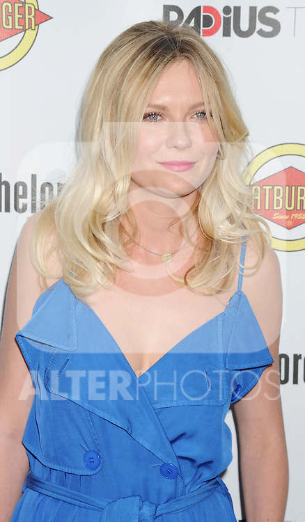 HOLLYWOOD, CA - AUGUST 23: Kirsten Dunst arrives at the Los Angeles premiere of 'Bachelorette' at the Arclight Hollywood on August 23, 2012 in Hollywood, California. /NortePhoto.com.... **CREDITO*OBLIGATORIO** *No*Venta*A*Terceros*..*No*Sale*So*third* ***No*Se*Permite*Hacer Archivo***No*Sale*So*third*