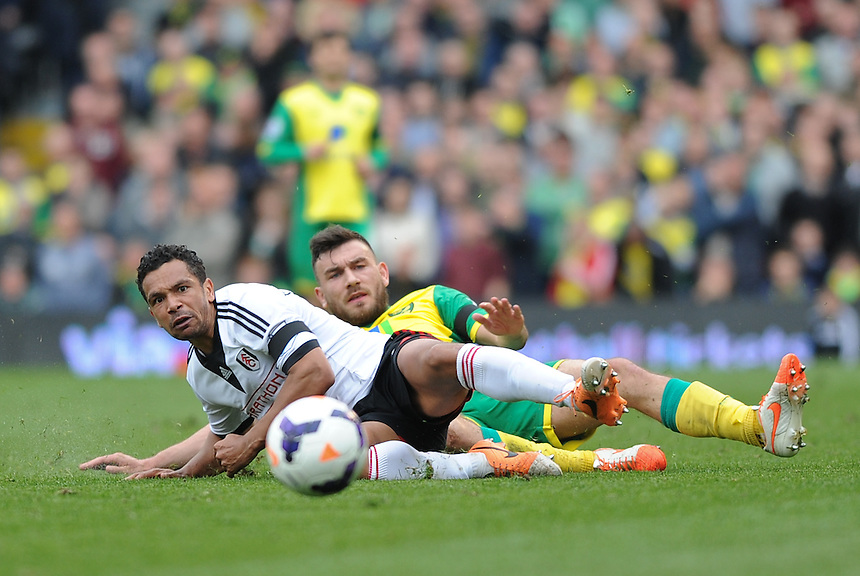 Fulham's Kieran Richardson battles with Norwich City's Robert Snodgrass<br /> <br /> Photo by Ashley Western/CameraSport<br /> <br /> Football - Barclays Premiership - Fulham v Norwich City - Saturday 12th April 2014 - Craven Cottage - London<br /> <br /> &copy; CameraSport - 43 Linden Ave. Countesthorpe. Leicester. England. LE8 5PG - Tel: +44 (0) 116 277 4147 - admin@camerasport.com - www.camerasport.com
