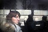 """Yelizaveta, 22, war mit ihren Freundinnen auf dem Lviver Maiden, um zu beten und Kerzen anzuzünden, auf dem Weg nach Hause in einer Marschrutka. Auch diese Mädchen betonen vor allem immer wieder, dass die Ukraine """"nach Europa muss"""""""