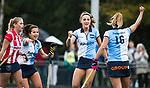 AMSTELVEEN - Carmel Bosch (Hurley) heeft de stand op 2-0 gebracht. links Renske Siersema (Hurley) en rechts Lise Donkersloot (Hurley)  .Hoofdklasse competitie dames, Hurley-HDM (2-0) . FOTO KOEN SUYK