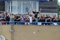 SKUTSJESILEN: SNEEK: Snitser Mar, 10-08-2012, SKS skûtsjesilen, wedstrijd Sneek, Sneker supporters juichen op de KWS Starttoren op het Starteiland, ©foto Martin de Jong
