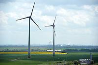 Windkraftanlagen Windräder auf einem Feld bei  Autobahn A9 Abfahrt Weissenfels / Zeits / Hohenmölsen. Foto: Norman Rembarz