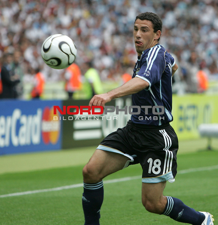 FIFA WM 2006 - Quarter-finals / Viertelfinale<br /> Play #57 (30-Jun) - Germany vs Argentina.<br /> Maxi Rodriguez from Argentina faces the ball during the match of the World Cup in Berlin.<br /> Foto &copy; nordphoto