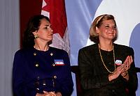 FILE PHOTO : L'épouse de Jean Chretien (G) et celle de Robert Bourassa (D) durant le referendum de 1992.<br /> <br /> PHOTO : Pierre Roussel -  Agence Quebec Presse