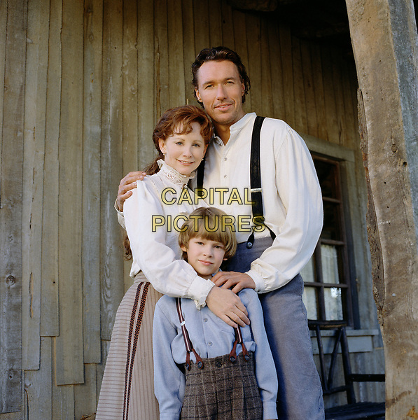 Secret of Giving (1999)<br /> Promo shot of Reba McEntire, Ian Thomas Griffith &amp; Devon Alan <br /> *Filmstill - Editorial Use Only*<br /> CAP/KFS<br /> Image supplied by Capital Pictures