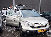 08-02-12, Netherlands,Tennis, Den Bosch, Daviscup Netherlands-Finland, Training, De spelers Robin Haase en Thiemo de Bakker verlaten in een Honda het stadion na de training.