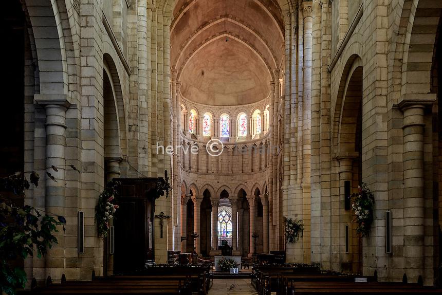 France, Nièvre (58), La Charité-sur-Loire, église Notre-Dame de La Charité-sur-Loire, la nef // France, Nievre, La Charite sur Loire, Notre Dame de La Charite sur Loire church