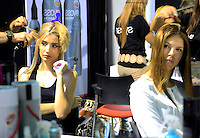 CALI - COLOMBIA - 24-10-2013: Modelos se alistan para las pasarelas durante pasarela en el Exposhow 2013, en el Centro de Eventos Valle del Pacifico que se realiza en la ciudad de Cali. (Foto: VizzorImage / Juan C. Quintero / Str.) Models are ready for the walkways during Exposhow 2013, at the Centro de Eventos Valle del Pacifico to be held in the city of Cali. (Photo: VizzorImage / Juan C. Quintero / Str)
