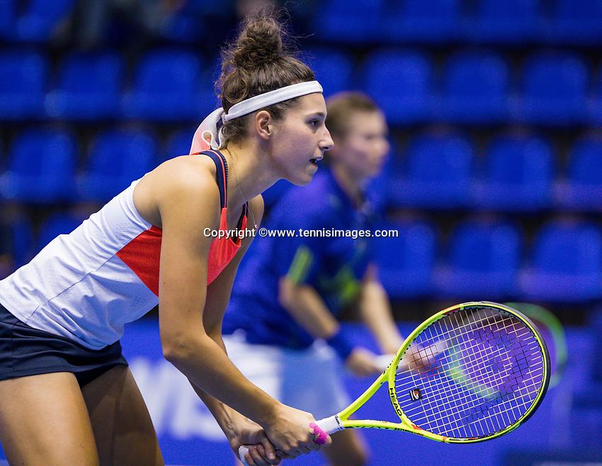 Rotterdam, Netherlands, December 16, 2017, Topsportcentrum, Ned. Loterij NK Tennis, Womans double final: Rosalie van der Hoek (NED) (L) and Demi Schuurs (NED) <br /> Photo: Tennisimages/Henk Koster