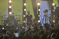 MIAMI, FL - NOVEMBER 05: Enrique Iglesias performs on stage at iHeartRadio Fiesta Latina at American Airlines Arena on November 5, 2016 in Miami, Florida. Credit: MPI10 / MediaPunch