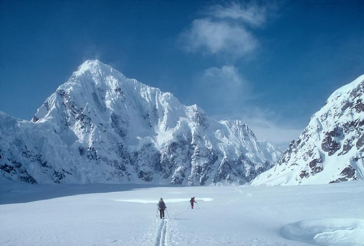 Alaska, Denali National Park, Mount Huntington, north face, telemark skiers, Ruth Glacier, Don Sheldon Amphitheater, Alaska Range, Alaska, U.S.A., North America, .