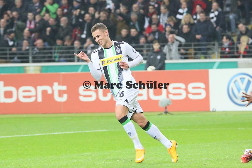 Torjubel beim 0:1 von Thorgan Hazard (Gladbach) - Eintracht Frankfurt vs. Borussia Mönchengladbach, DFB-Pokal 2. Runde, Commerzbank Arena