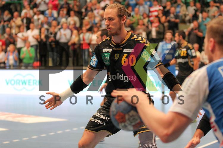 Rhein-Neckars Kim Ekdahl Du Rietz (Nr.60) verteidigt gegen Bergischer Handball-Club 06 im Spiel Bergischer HC - Rhein Neckar Loewen.<br /> <br /> Foto &copy; P-I-X.org *** Foto ist honorarpflichtig! *** Auf Anfrage in hoeherer Qualitaet/Aufloesung. Belegexemplar erbeten. Veroeffentlichung ausschliesslich fuer journalistisch-publizistische Zwecke. For editorial use only.