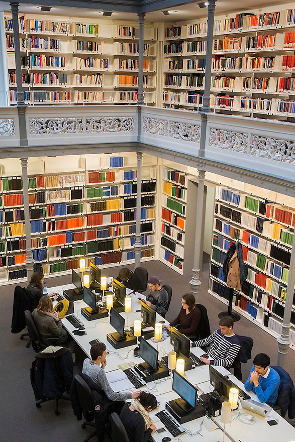 Nederland, Utrecht, 4 febr 2014<br /> Universiteitsbibliotheek Utrecht in de binnenstad. Op de Uithof is nog een UB. Studenten werken hard aan computers<br /> <br /> Foto: Michiel Wijnbergh
