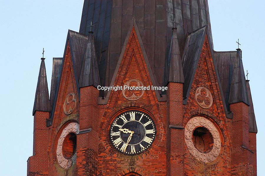 Deutschland, Buxtehude, Kirche, Uhr, abends um halb zehn, Sommerzeit