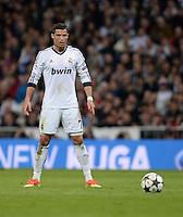 FUSSBALL  CHAMPIONS LEAGUE  HALBFINALE  RUECKSPIEL  2012/2013      Real Madrid - Borussia Dortmund                   30.04.2013 Typisches Gehabe: Cristiano Ronaldo (Real Madrid) beim Freistoss.