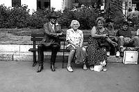 Roma Ottobre 1997.Panchina scultura di J. Seward Johnson Jr, in piazza di Spagna.Bench sculpture by J. Seward Johnson Jr, in Piazza di Spagna