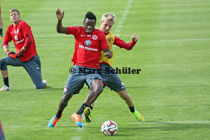 David Kinsombi gegen Stefan Aigner (Eintracht) - Eintracht Frankfurt Training, Commerzbank Arena