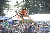FIERLJEPPEN: GRIJPSKERK: 27-08-2016, Nederlands Kampioenschap Fierljeppen/Polsstokverspringen, Dymphie van Rooijen wint met 15.35 meter, ©foto Martin de Jong