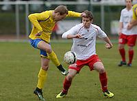 KFC Meulebeke - VV Tielt : Toshiyuki Soete (links) aan de bal voor Tom Verschueren (r)<br /> Foto David Catry | VDB | Bart Vandenbroucke