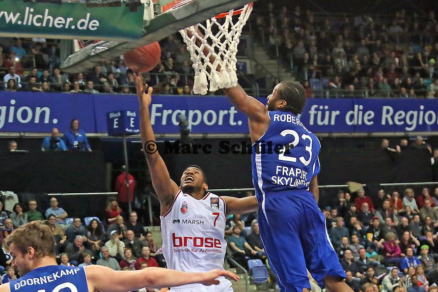 Ryan Thompson (Bamberg) gegen Quantez Robertson (Skyliners) - Fraport Skyliners vs. Brose Baskets Bamberg, Fraport Arena Frankfurt