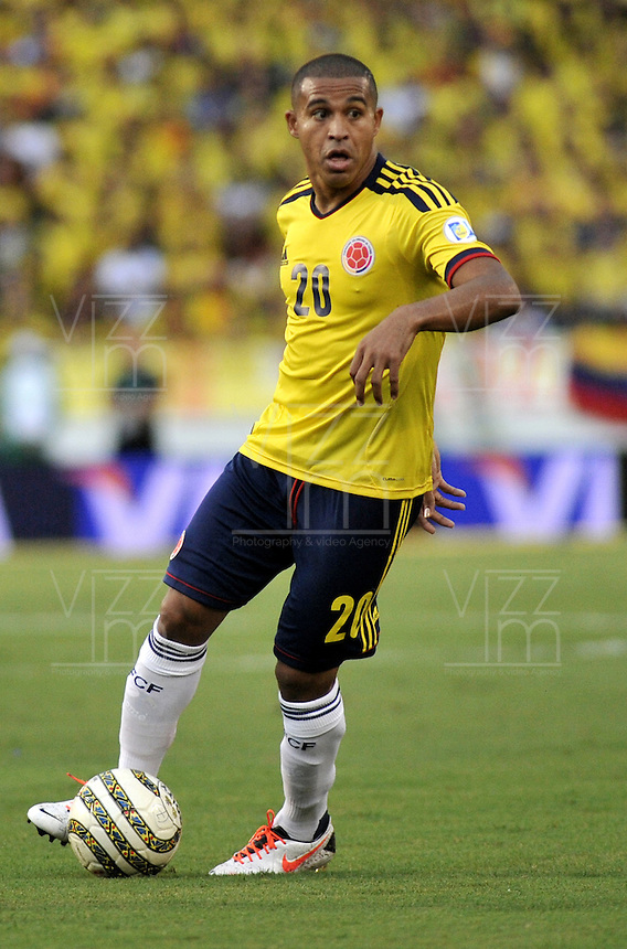 BARRANQUILLA - COLOMBIA - 11 -06-20: MacNelly Torres, mediocampista de Colombia en accion durante partido en el estadio Metropolitano Roberto Melendez de la ciudad de Barranquilla, junio 11 de 2013. Colombia y Peru disputan partido en la fecha 14 de la jornada clasificatoria a la Copa Mundo FIFA Brasil 2014.(Foto: VizzorImage / Luis Ramirez / Staff). MacNelly Torres, midfielder of Colombia in action during a game in the Metropolitan stadium Roberto Melendez in Barranquilla, June 11, 2013. Colombia and Peru disputing a match on the date 14 of the qualifying for FIFA World Cup Brazil 2014. (Photo: VizzorImage / Luis Ramirez / Staff.)