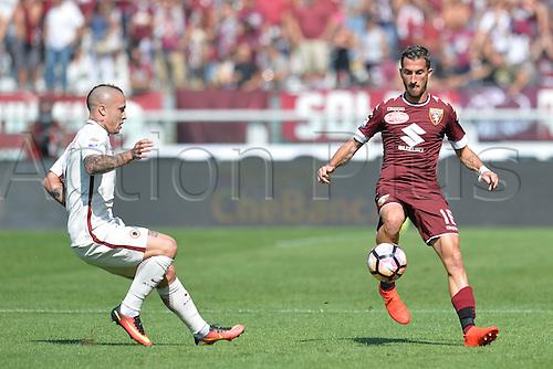 25.09.2016. Stadio Olimpico Grande Torino, Turin, Italy. Serie A Football. Torino versus Roma. Mirko Valdifiori plays the ball as Radja Nainggolan looks on