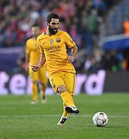 FUSSBALL CHAMPIONS LEAGUE  SAISON 2015/2016 VIERTELFINAL RUECKSPIEL Atletico Madrid - FC Barcelona       13.04.2016 Arda Turan (Barca) am Ball