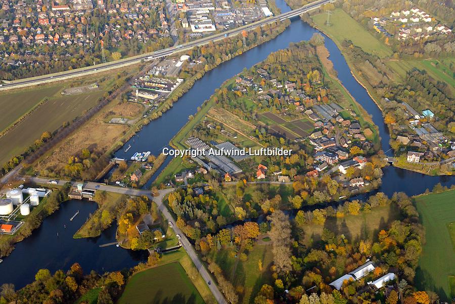 Insel zwischen Schleusenkanal und Doveelbe: EUROPA, DEUTSCHLAND, HAMBURG 04.11.2016: Insel zwischen Schleusenkanal und Doveelbe