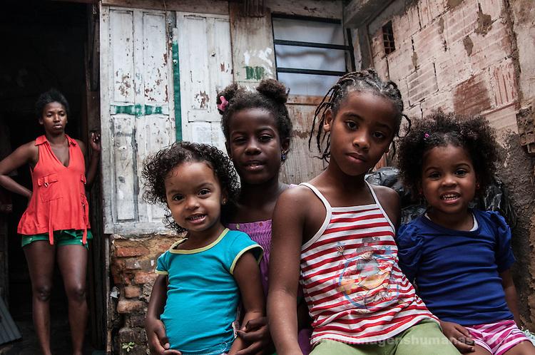 Crianças da Ocupação Mama África. Niterói, Rio de Janeiro.
