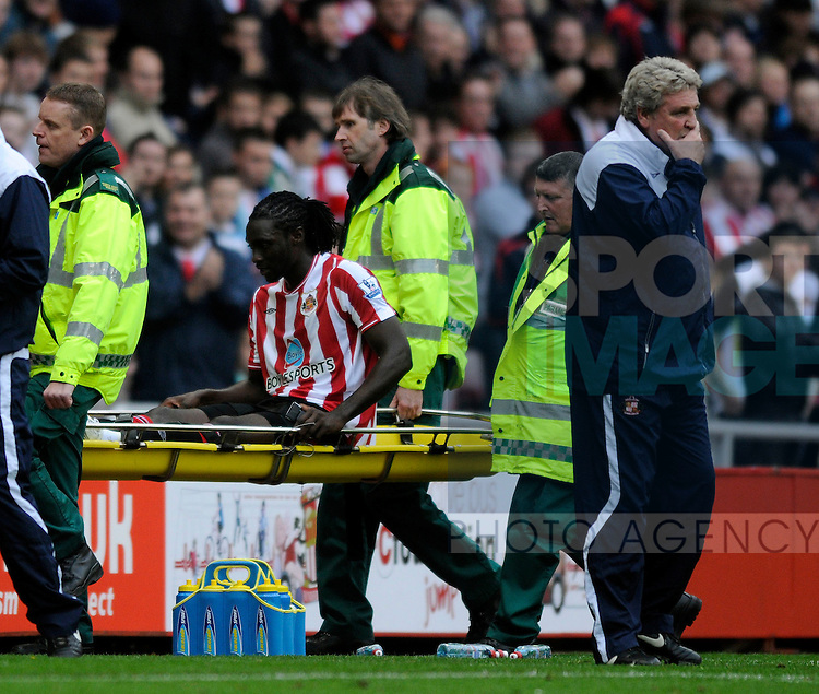 Sunderland manager Steve Bruce (R) will be happy with the win but concerned at the loss of Lee Cattermole and Kenwyne Jones to injury.