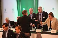 DFB-Präsident Dr. Reinhard Grindel wird von Teammanager Oliver Bierhoff beglückwünscht - Ausserordentlicher DFB Bundestag, Messegelände Frankfurt,
