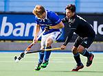 UTRECHT - Jip Janssen (Kampong) met Kenta Tanaka (HGC) tijdens de hoofdklasse  hockeywedstrijd heren, Kampong-HGC (3-3) . COPYRIGHT KOEN SUYK