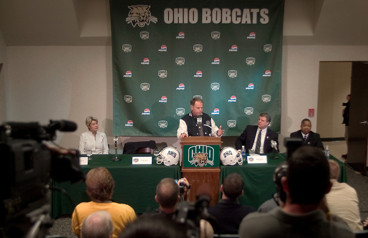 16815Frank Solich New Football Head Coach Press Conference 12/16/04