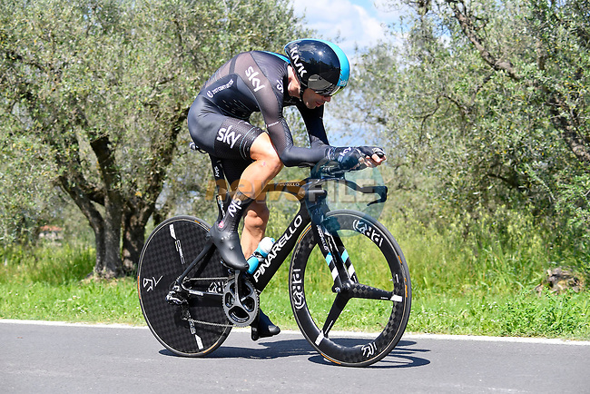 Philip Deignan (IRL) Team Sky in action during Stage 10 the Sagrantino Stage of the 100th edition of the Giro d'Italia 2017, an individual time trial running 39.8km from Foligno to Montefalco, Italy. 16th May 2017.<br /> Picture: LaPresse/Fabio Ferrari | Cyclefile<br /> <br /> <br /> All photos usage must carry mandatory copyright credit (&copy; Cyclefile | LaPresse/Fabio Ferrari)